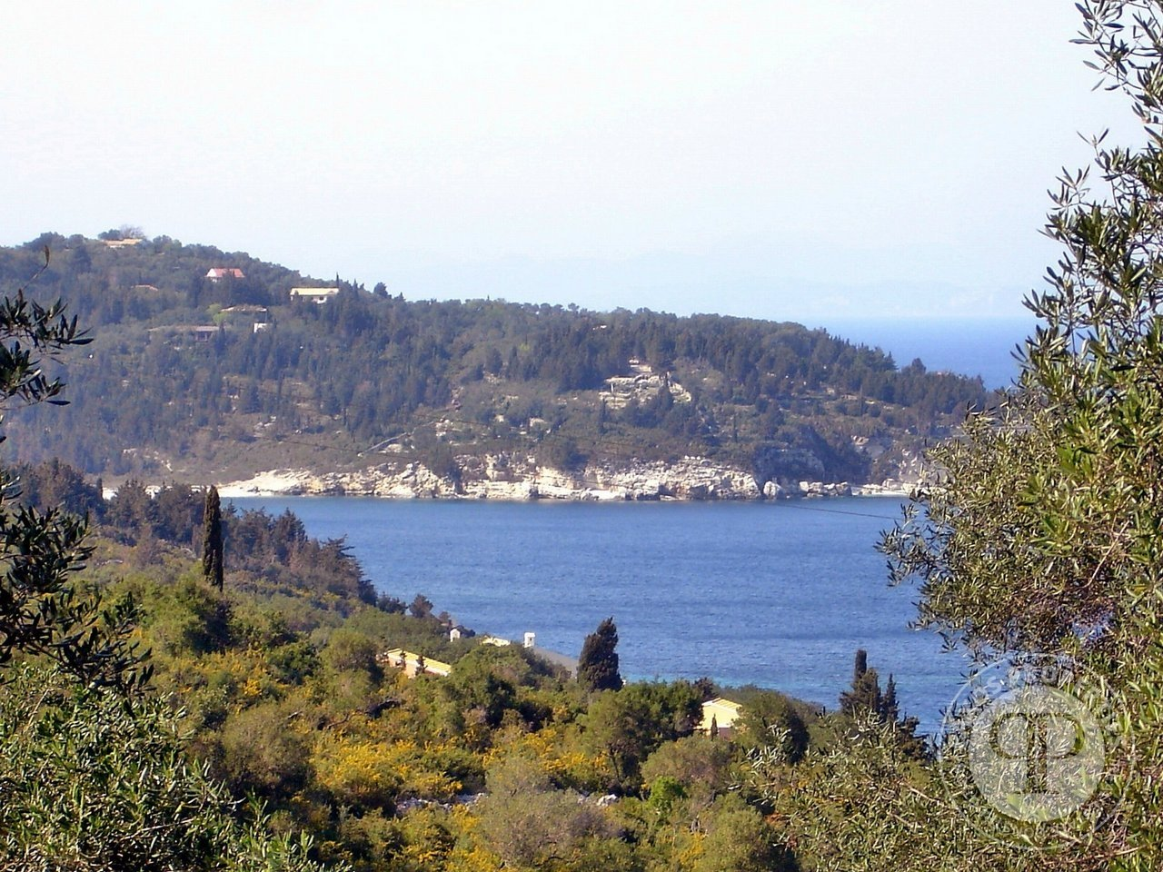 For sale Plot of land  with building permit 290.000€ Geromonaxos (code F-136)